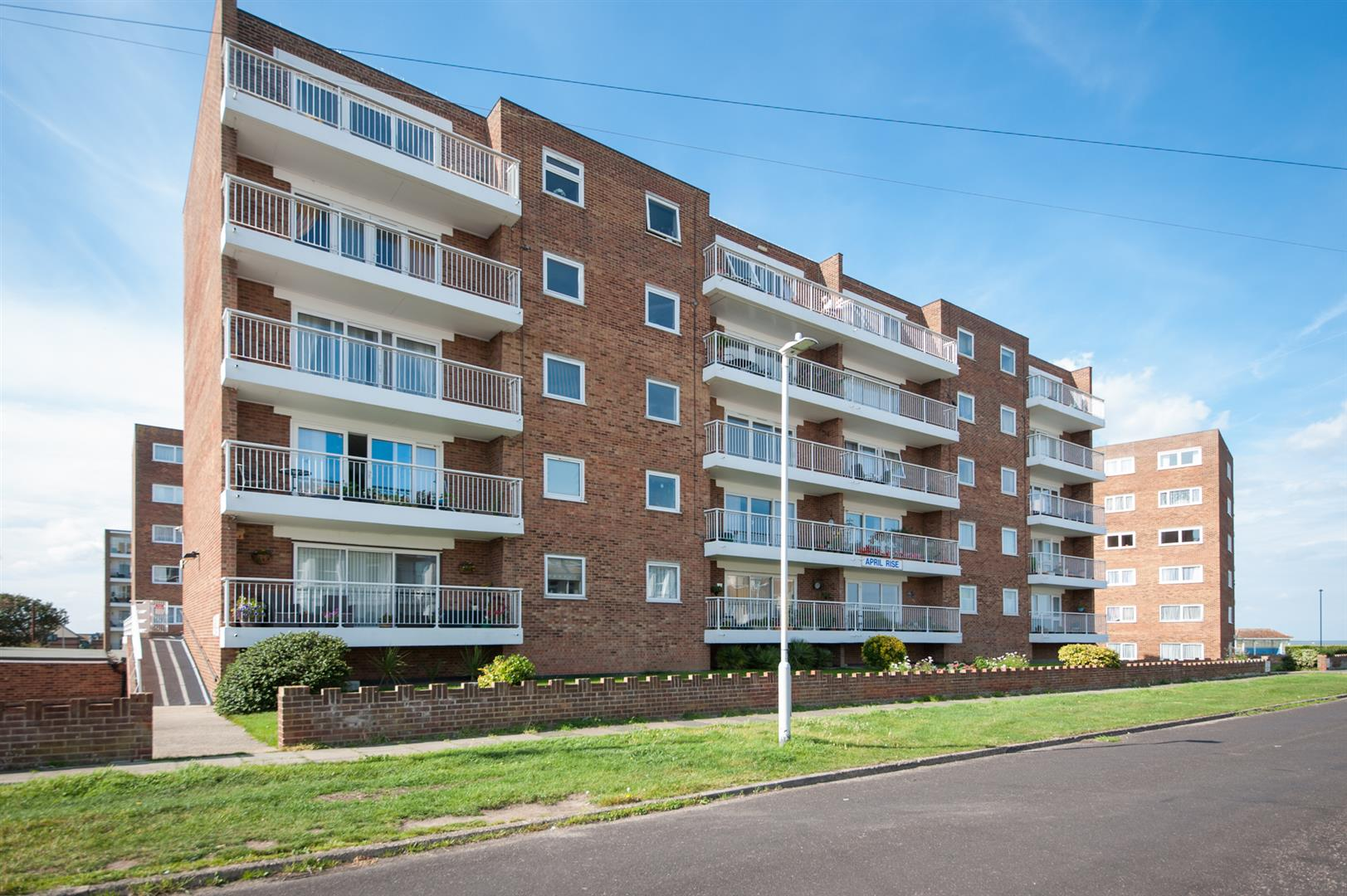 2 Bedrooms Flat for sale in Alfred Road, BIRCHINGTON